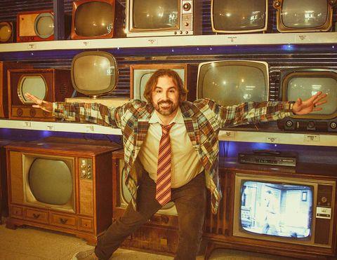 TV-Sales-Man-2.jpg