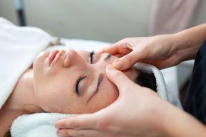 facial-massage-at-spa-KUC8VAM.jpg