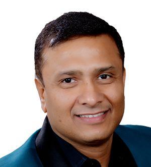 Vinay Shukla Headshot.jpg