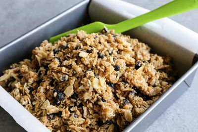 chewy-granola-bars-with-almonds-and-wild-blueberries-01.jpg