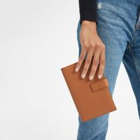 Everlane traveler wallet.jpg