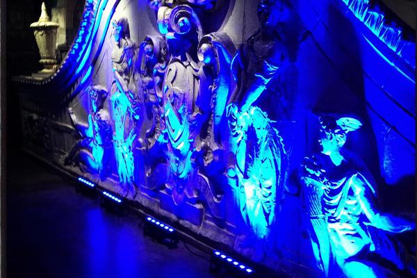 LED uplighting on statue
