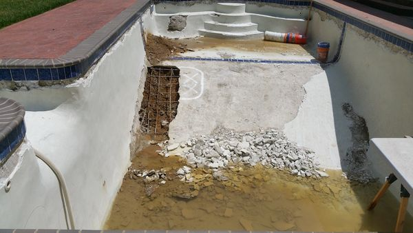 Gunite pool structural repair.Improper installation causes structural failure _before.jpg