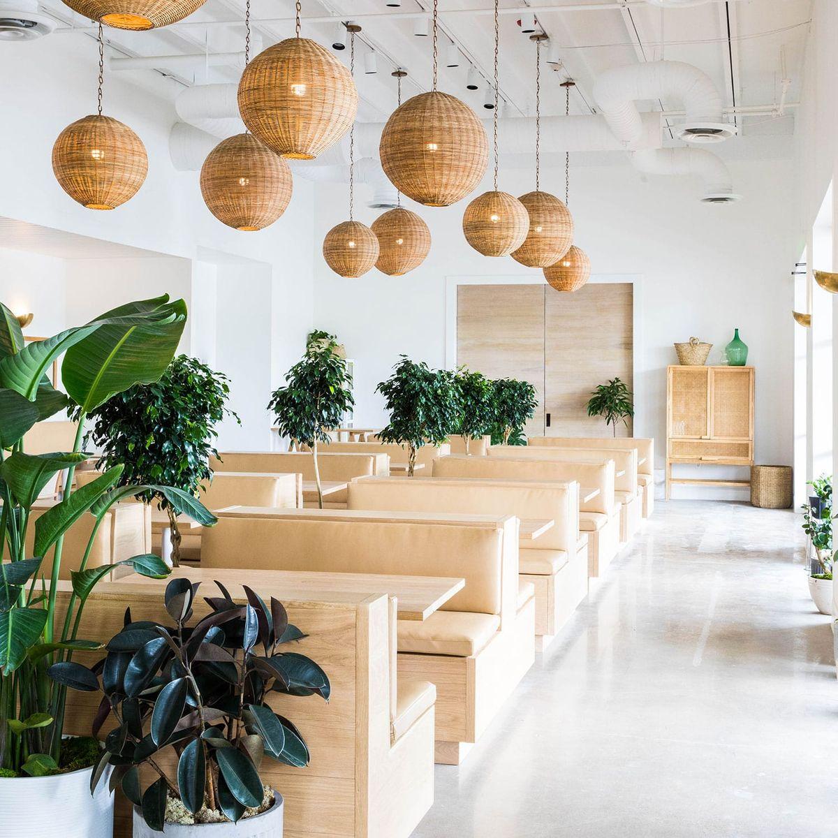 Hanks Restaurant and Bar 4-min.jpg