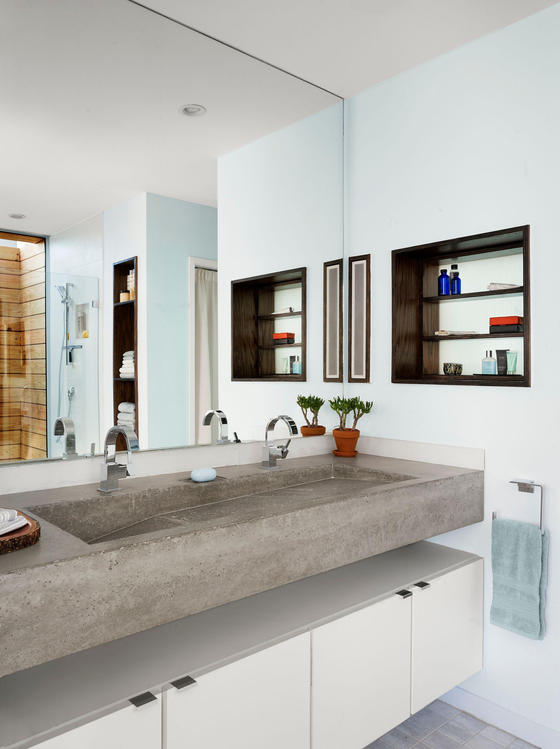 bathroom 137942sm.jpg