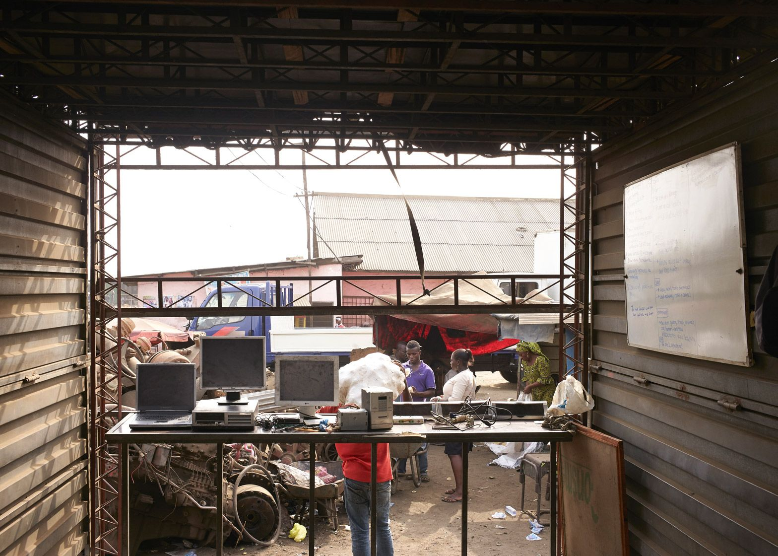 amp-spacecraft-makerspace-mobile-structures-agbogbloshie-ghana-worlds-largest-electrical-waste-dump-africa-potential-micro-industry-platforms-low-design-office_dezeen_1568_2.jpg