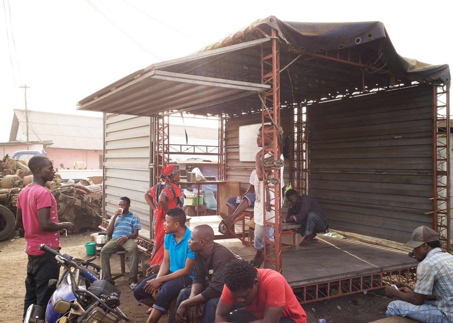 amp-spacecraft-makerspace-mobile-structures-agbogbloshie-ghana-worlds-largest-electrical-waste-dump-africa-potential-micro-industry-platforms-low-design-office_dezeen_1568_24.jpg