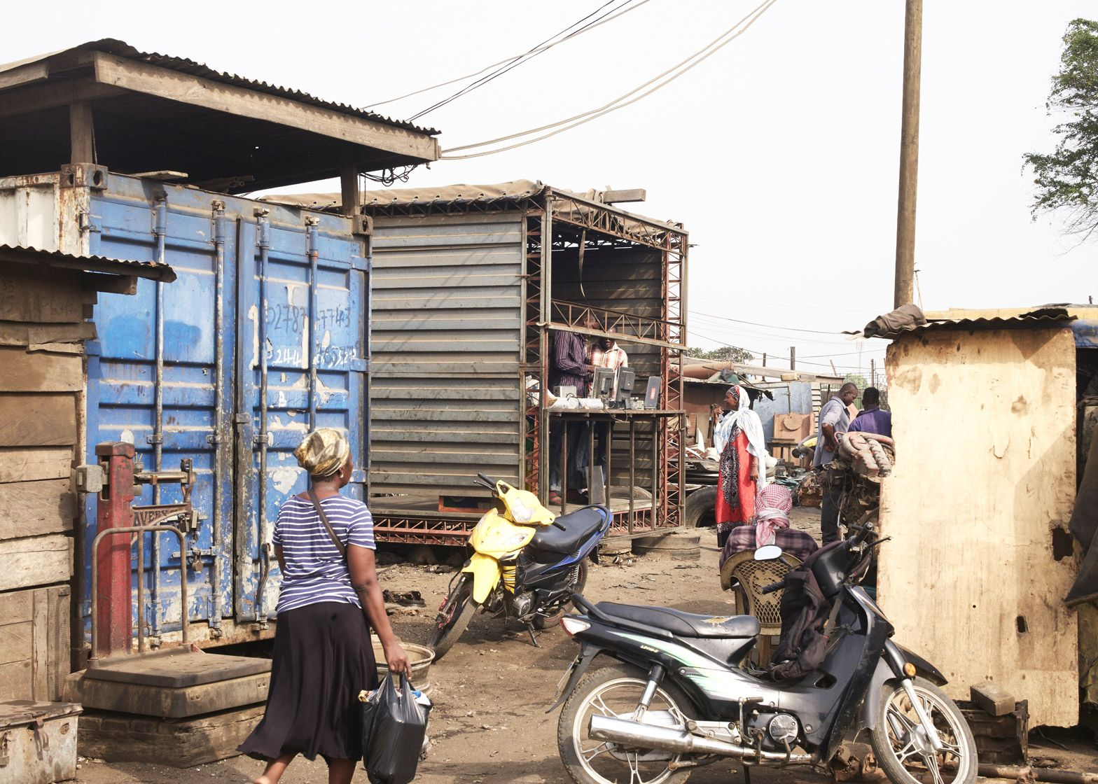 amp-spacecraft-makerspace-mobile-structures-agbogbloshie-ghana-worlds-largest-electrical-waste-dump-africa-potential-micro-industry-platforms-low-design-office_dezeen_1568_9.jpg
