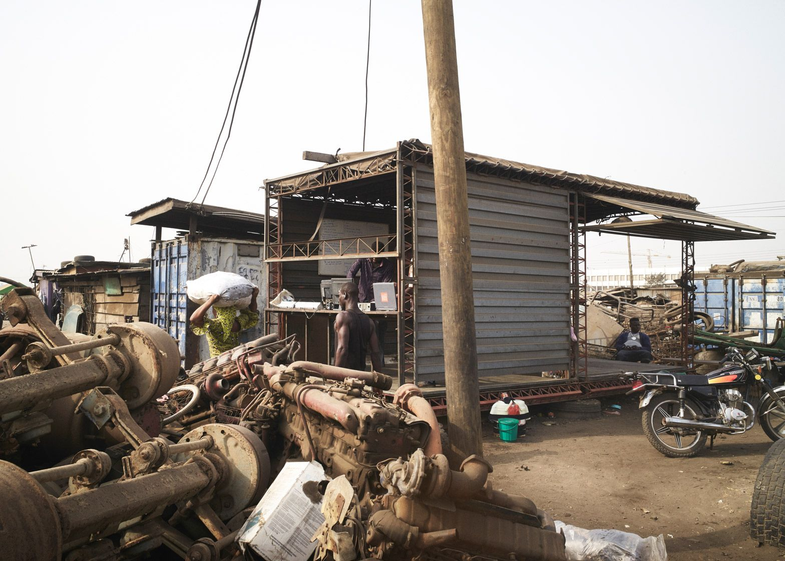 amp-spacecraft-makerspace-mobile-structures-agbogbloshie-ghana-worlds-largest-electrical-waste-dump-africa-potential-micro-industry-platforms-low-design-office_dezeen_1568_4.jpg