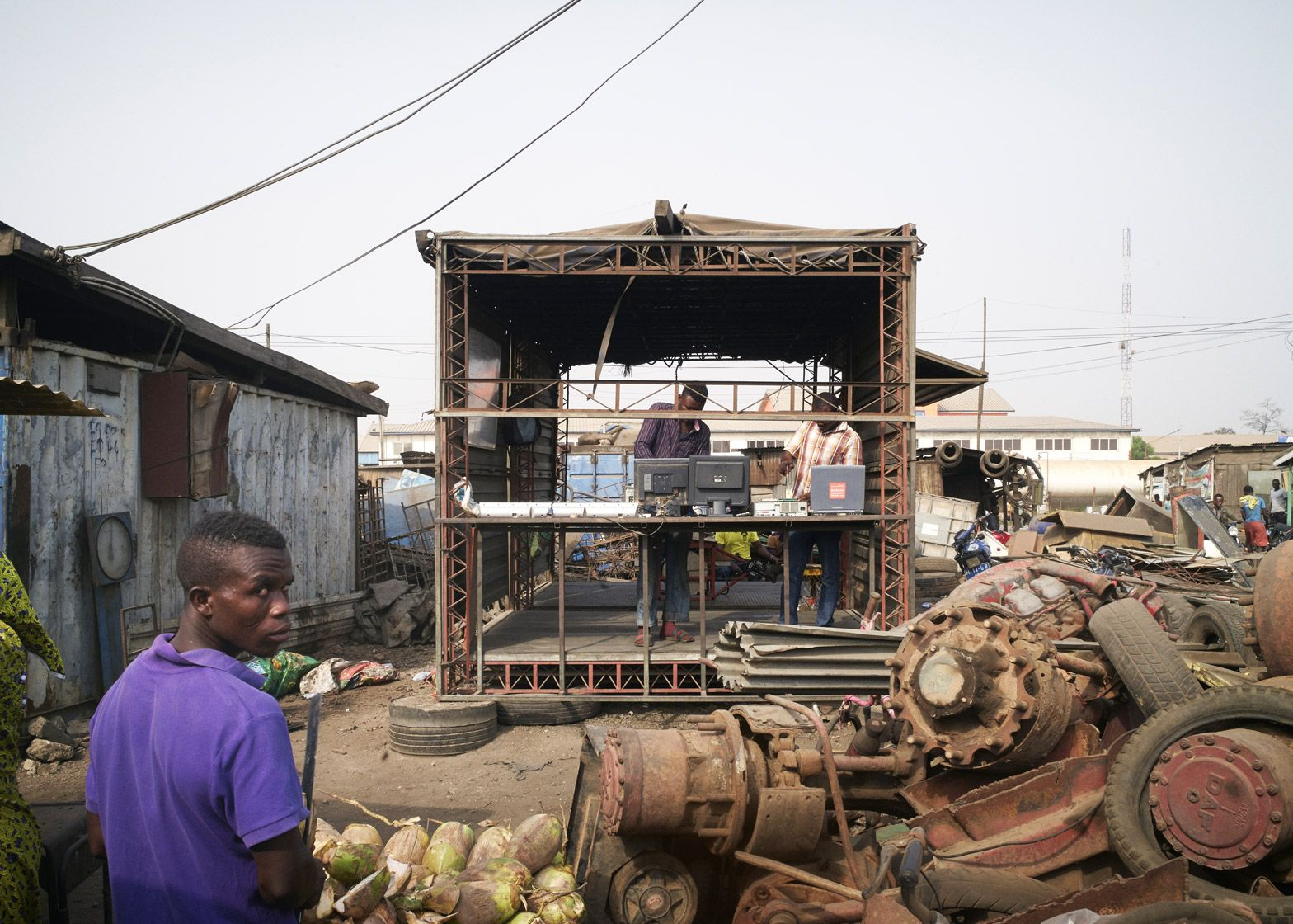 amp-spacecraft-makerspace-mobile-structures-agbogbloshie-ghana-worlds-largest-electrical-waste-dump-africa-potential-micro-industry-platforms-low-design-office_dezeen_1568_5.jpg