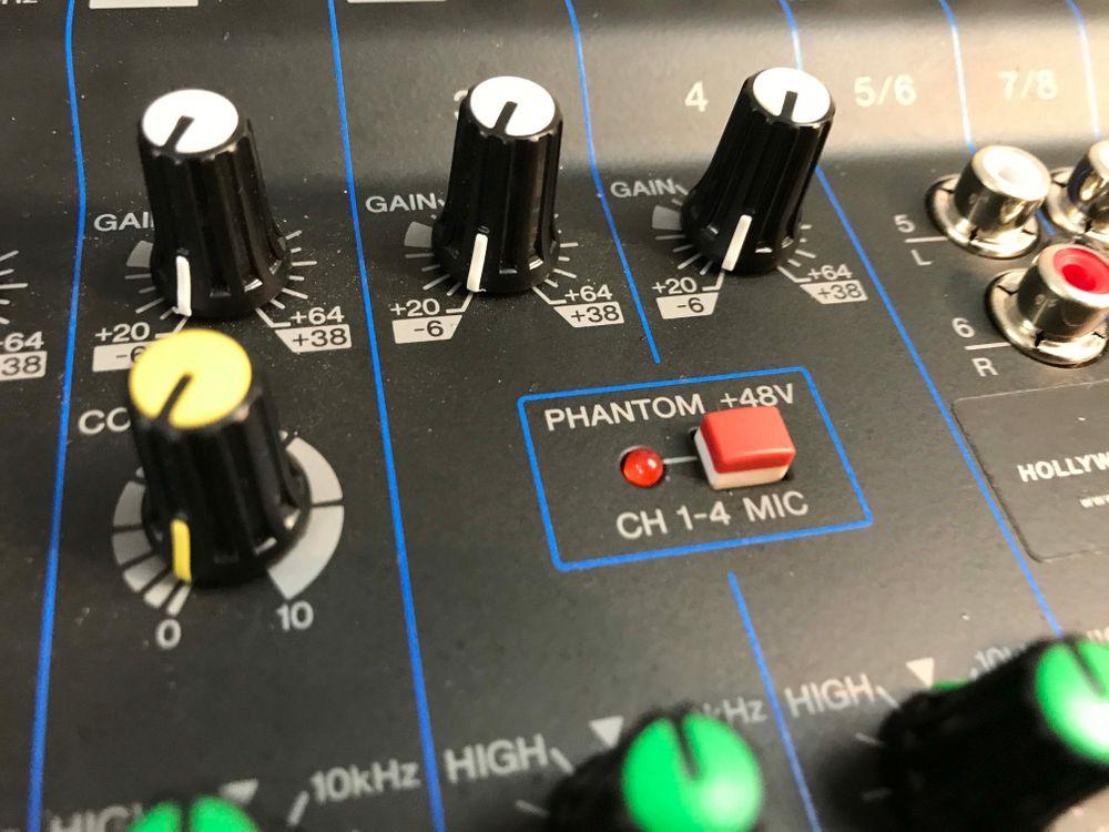 The Yamaha MG10XU is at Hollywood Sound Systems.