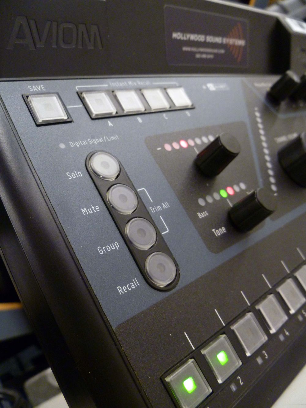 Aviom A360 provides a variety of controls.