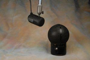 RCA MI-3044 directional dynamic microphone with MI-3062 windscreen .JPG