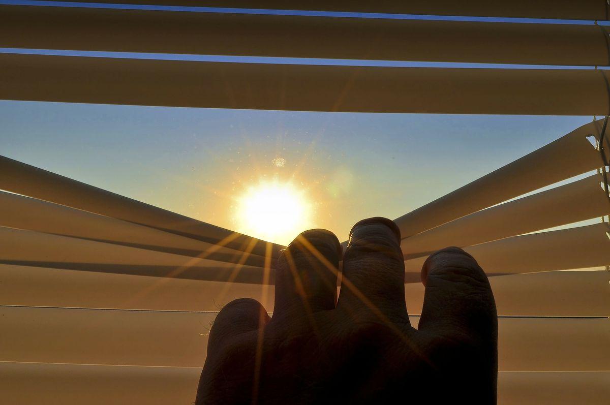 blinds-201173_1920.jpg