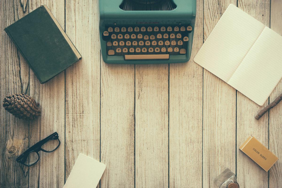 jlwvautloaq-dustin-lee - typewriter.jpg