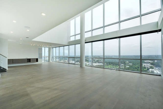 DOWNTOWN PENTHOUSE