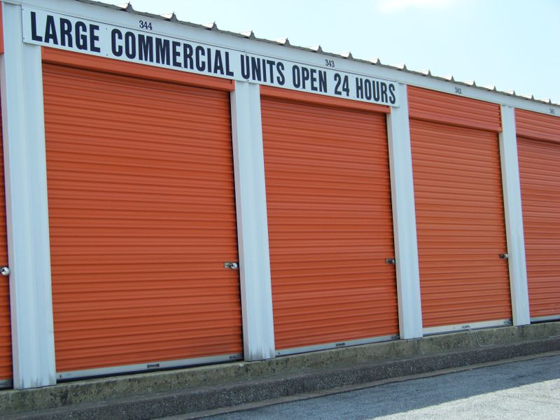 Large Commerial Units 24 Hr Access