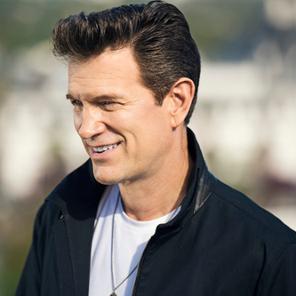 Chris Isaak: Holiday Tour 2017