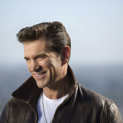 Chris Isaak 2019 MB.jpg