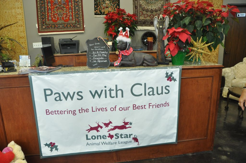 0437 PawswithClaus 12-8-13.jpg