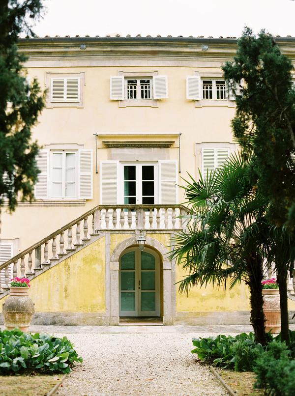traditional villa in tuscany italy