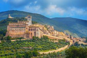 basilica-of-san-francesco-in-assisi--umbria--italy-921370774-5aba5929ae9ab80037aa6325.jpg