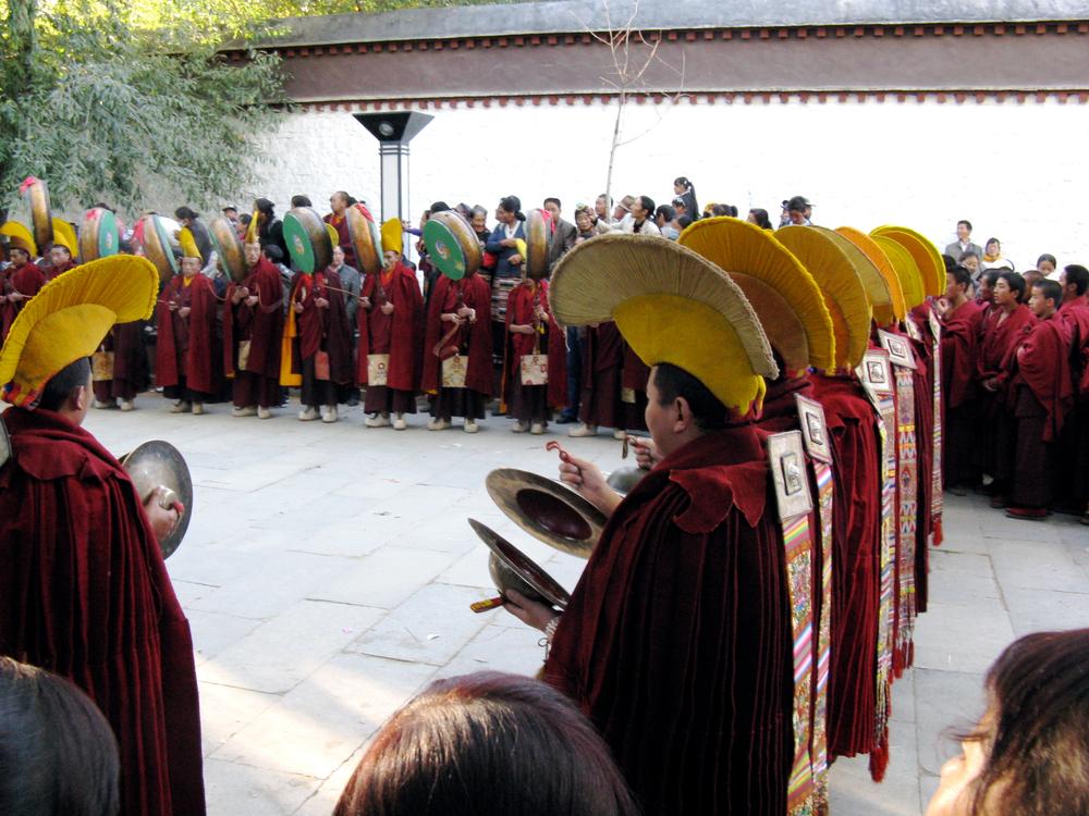 tibet-monks.jpg