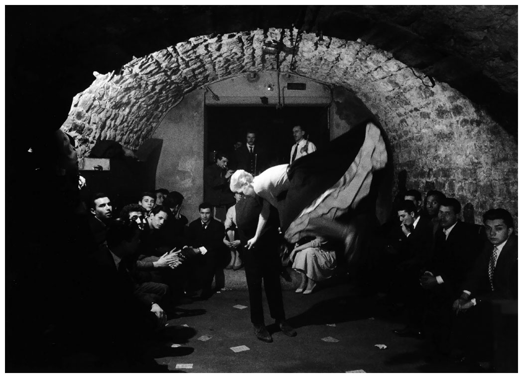 cave-rue-de-la-huchette-photo-willy-roonis-st-germain-de-pres-1947.jpg
