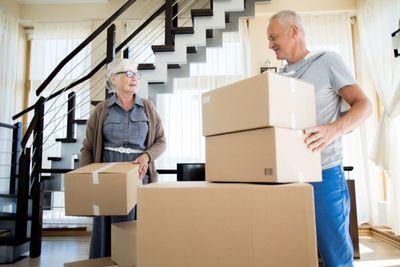senior-couple-moving-house-SDZKU34.JPG