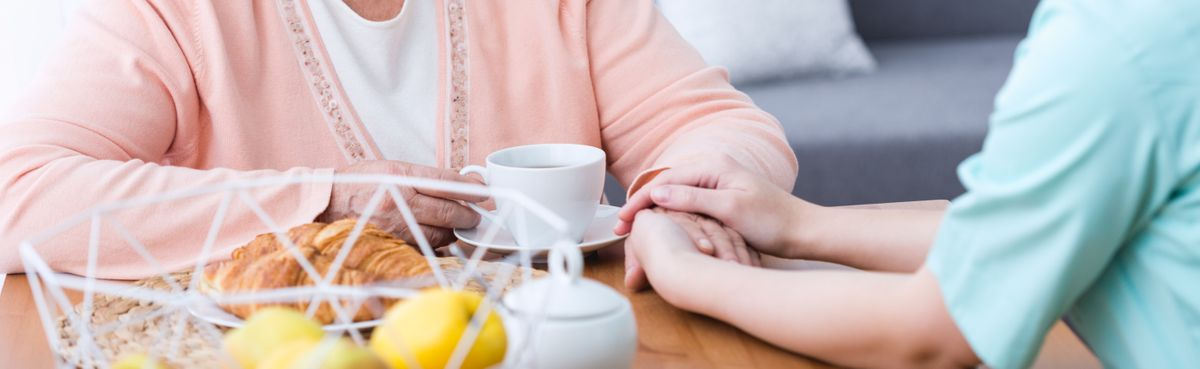 photodune-eOInyLxk-nurse-holding-hand-l.jpg