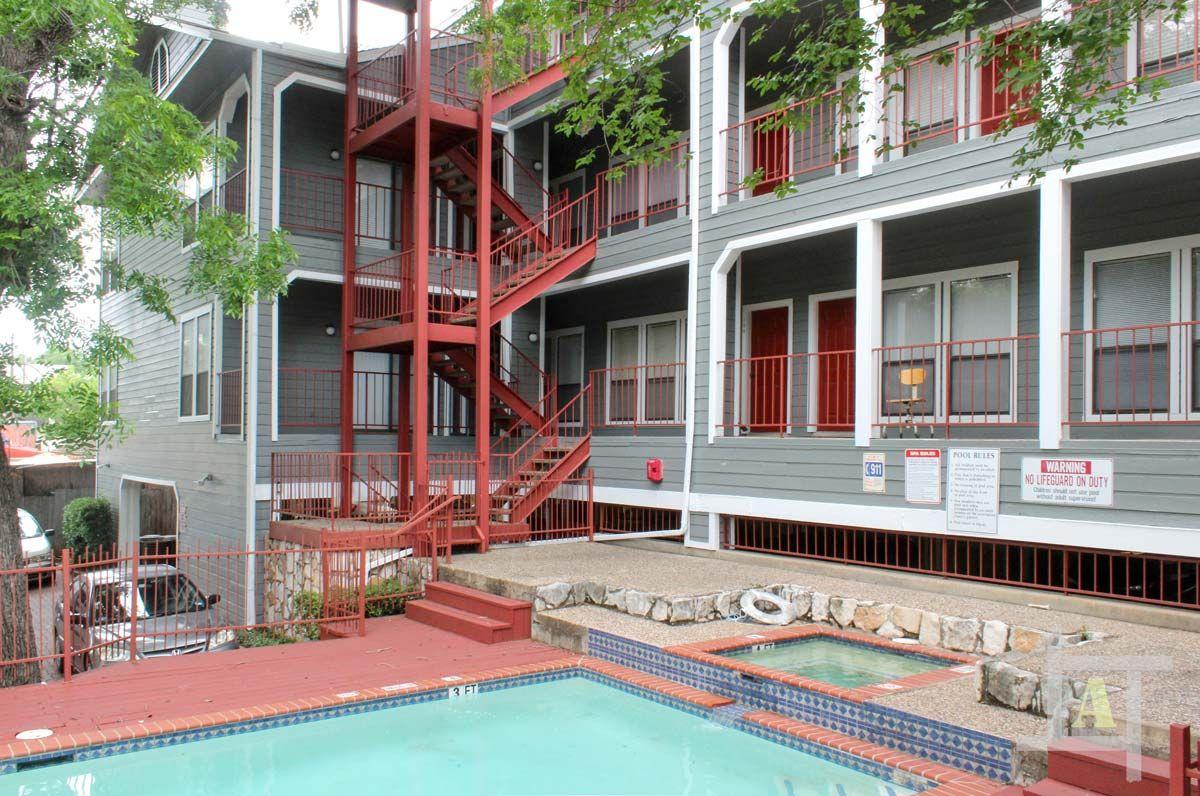 Oakview Apartments | UT Campus
