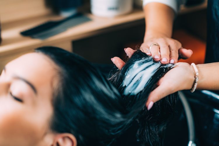 hairdressers-hands-applying-conditioner-EVNGJ5J.jpg