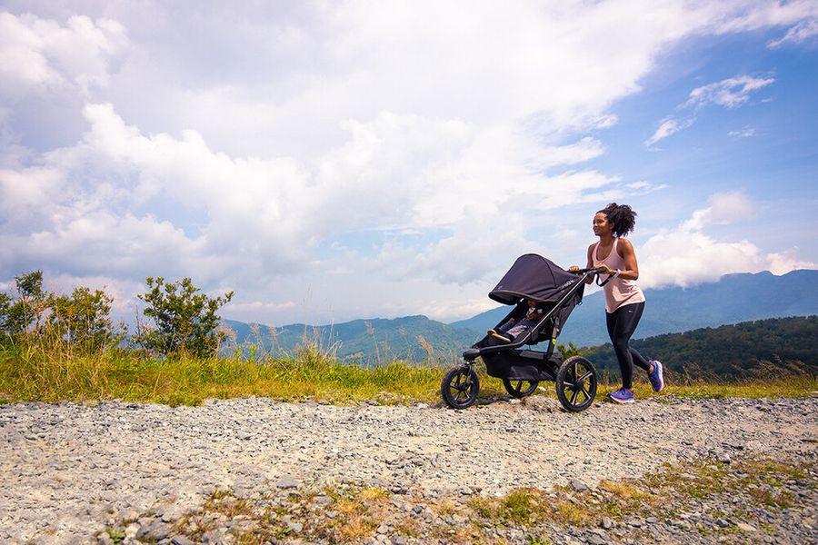 mom jogging stroller