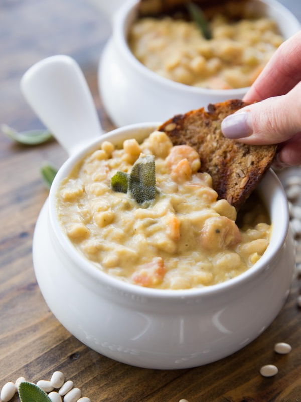 creamy-roasted-garlic-white-bean-soup.png