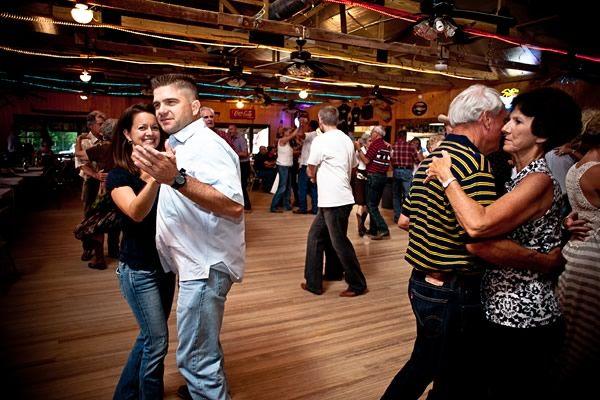 dancefloor_couple.jpg